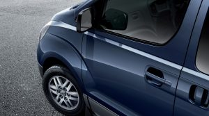 Hyundai H1-9-Seater, Protect side mirrors when parking by folding them in using H-1's electronic folding mirror feature.