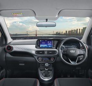 Hyundai_GRAND_i10_ front interior view, driver and passenger view, steering wheel and center consul