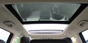 Hyundai Creta 2021, Panoramic sunroof, just press the button, the glass roof slides back and you enjoy the pleasure of open sky driving.
