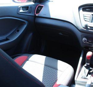 Hyundai i20 active website interior passenger view